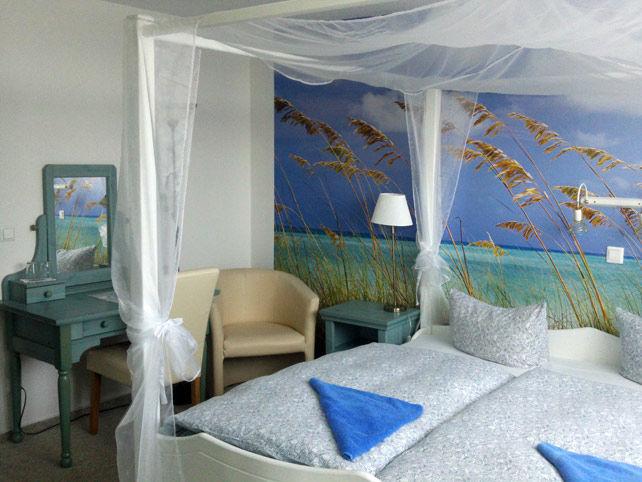 Beispiel: Doppelzimmer, Foto: Landhotel Ostseetraum.