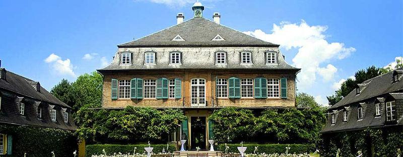 Beispiel: Vorderansicht, Foto: Schloss Eicherhof.