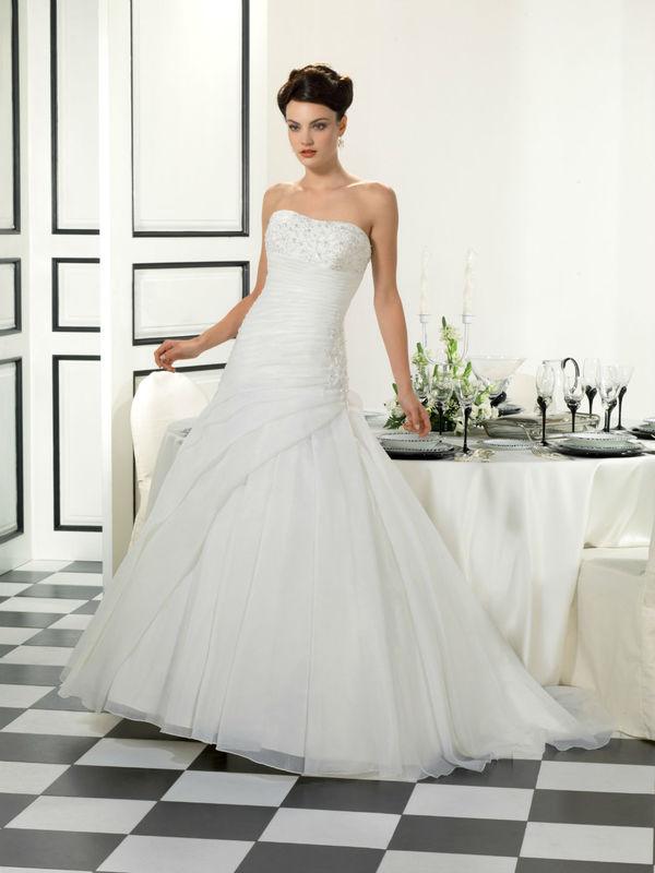 Beispiel: Brautkleid, Foto: Kleinod.