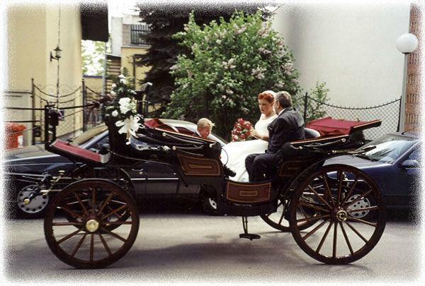 Beispiel: Auf dem Weg zur Kirche, Foto: Fiaker Wien.