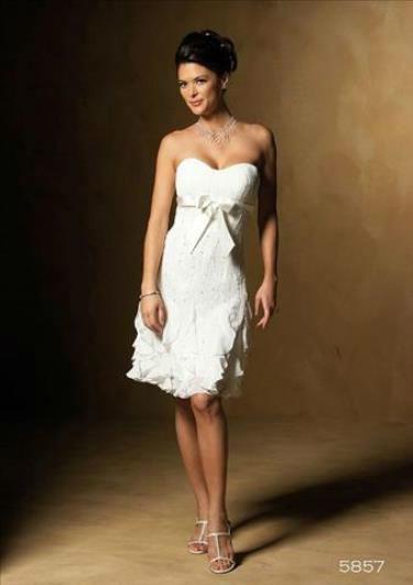Beispiel: Wunderschöne Hochzeitskleider, Foto: 2 Due.