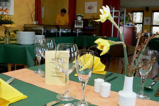 Beispiel: Tischdekoration, Foto: Landgasthof Falkenhorst.