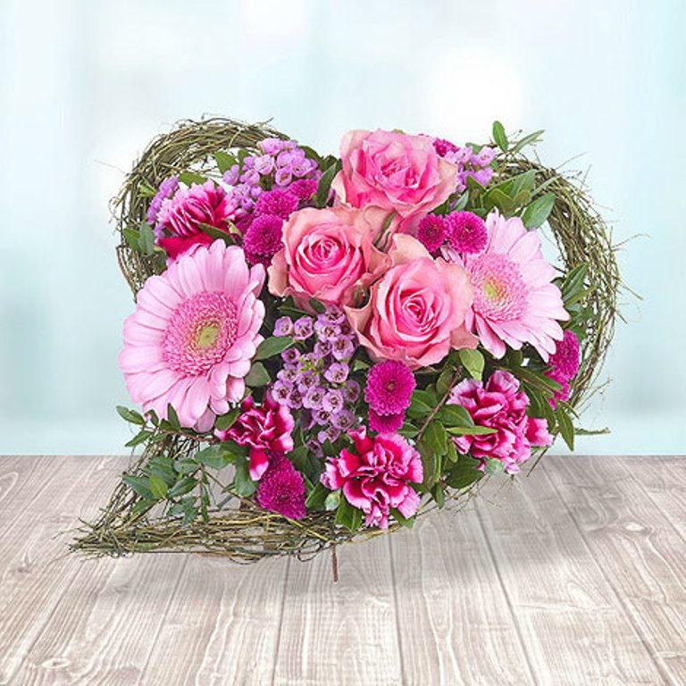 Beispiel: Herzförmiger Blumenstrauß, Foto: Valentins.de Blumen & Geschenke.