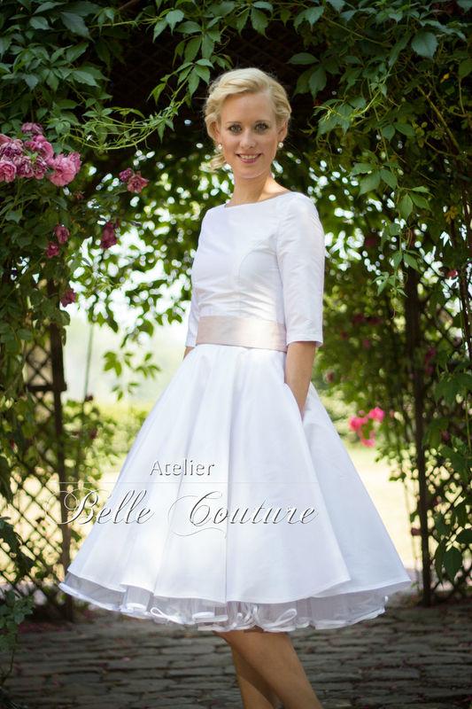 edles, schlichtes Brautkleid aus Dupionseide mit U-Bootausschnitt