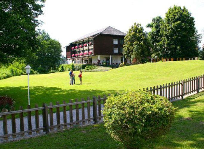 Beispiel: Außenansicht, Foto: Inselhotel Faakersee.