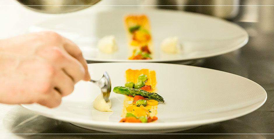 Beispiel: Zubereitung der Speisen, Foto: Landhaus Hadrys.