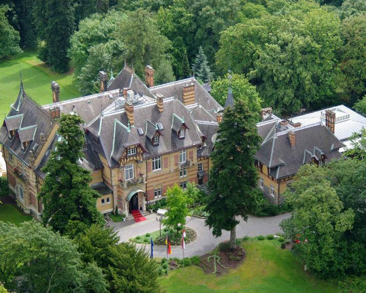 Beispiel: Villa aus der Luft, Foto: Villa Rothschild.