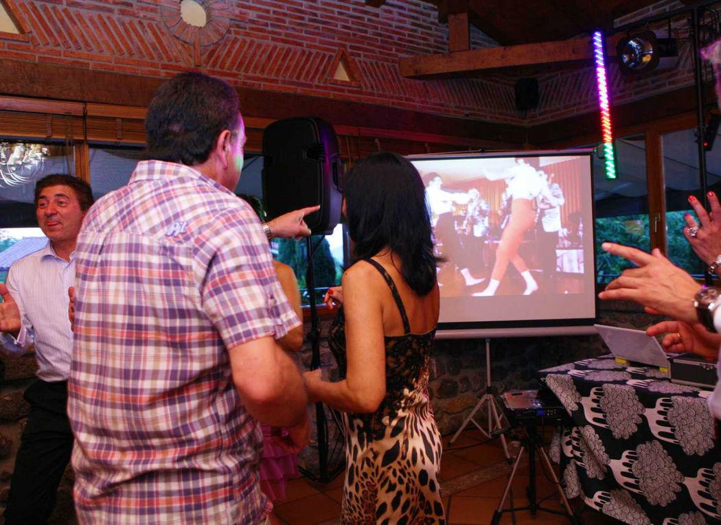 Sorprende a los invitados con los videos musicales de nuestros VideoDj's.