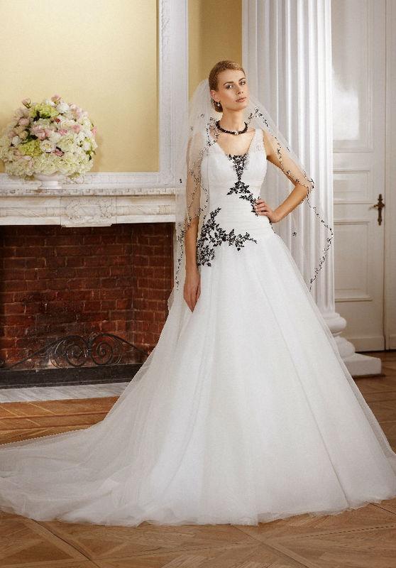 Beispiel: Mode für Ihren Hochzeitstag, Foto: Monalisa Brautmoden.