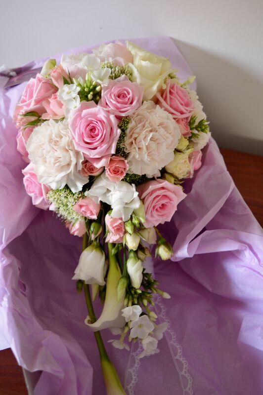 Bouquet de mariée couleur rose pastel forme