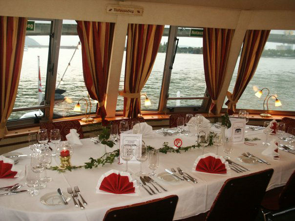 Beispiel: Hochzeitsgedeck, Foto: DDSG Blue Danube.