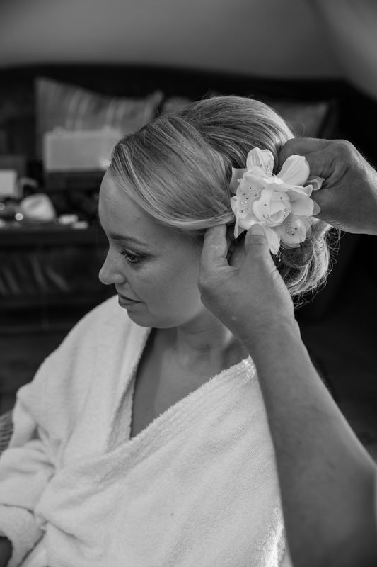 Aangezien iedere bruid uniek is en specifieke wensen heeft, helpen de professionals van Studio Stroop je graag bij het kiezen van je kapsel en make-up.
