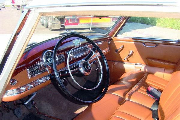 Adenauer 300-clásico interior