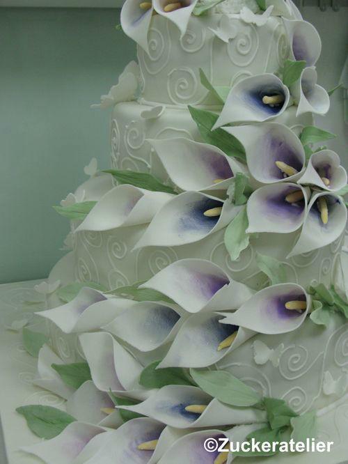 Beispiel: Hochzeitstorte mit Blumen, Foto: Fabricio Cordeiro Zuckeratelier.