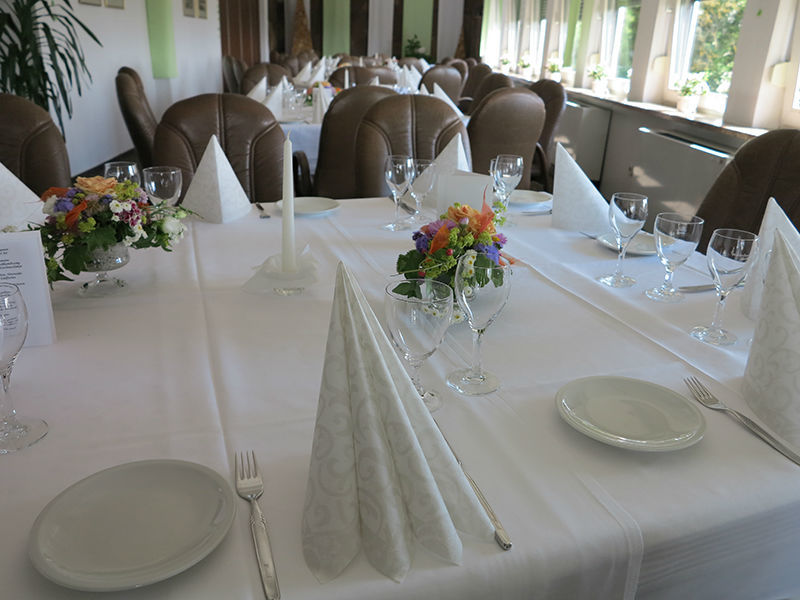 Beispiel: Tischgedeck, Foto: Hotel Am Sonnenhang.
