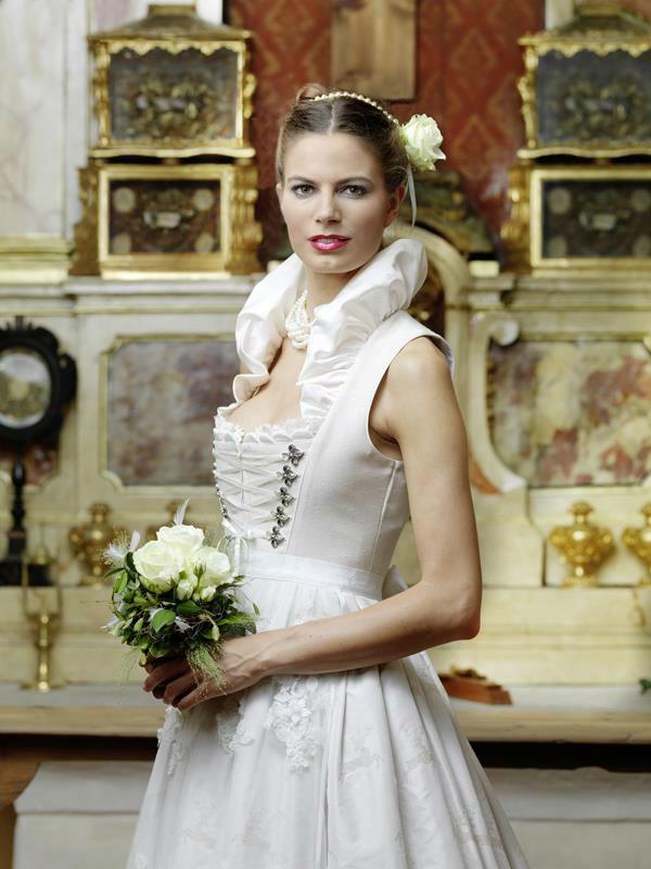 Beispiel: Wunderschöne Brautdirndl, Foto: Brautsalon Flossmann.