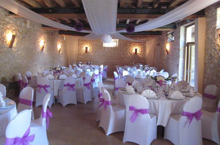 Salle de réception Les Ecuries  déco lilas et blanc