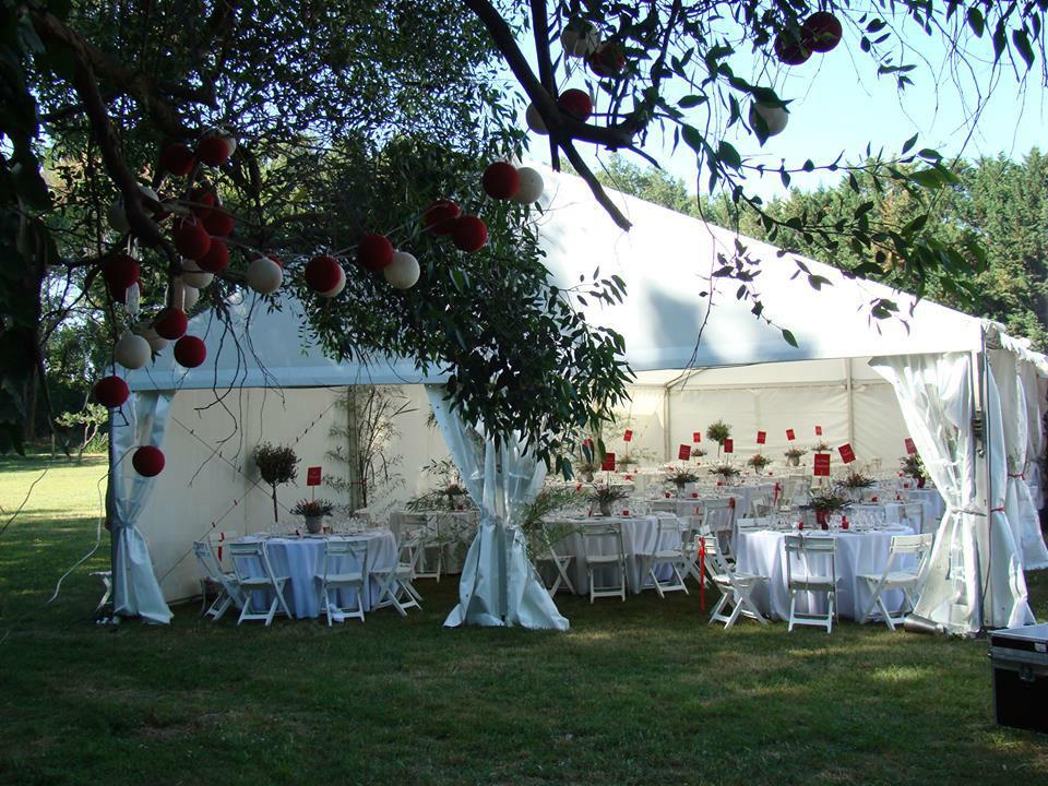 Domaine de Lamartine, chapiteau sur la prairie des mariés