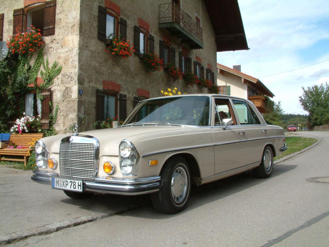 Ihr Hochzeitsauto mit Chauffeur: Mercedes Benz 280 SE 4.5 Foto: Classic Roadster München