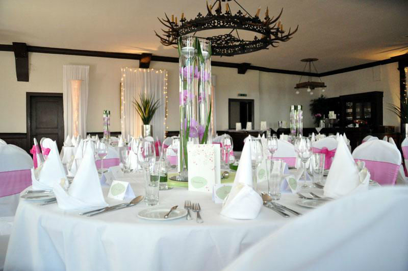 Beispiel: Hochzeitsbankett - Tischgedeck, Foto: Burgrestaurant Burg Gleiberg.
