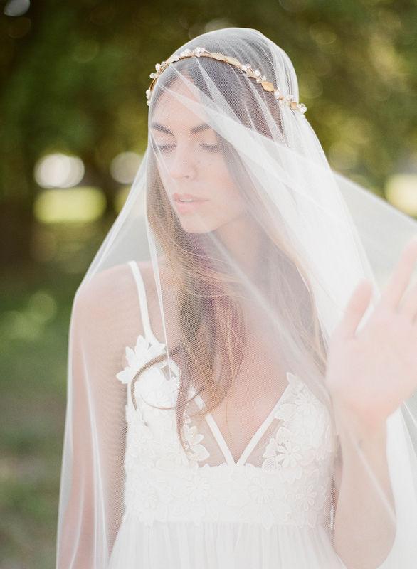 Voile de mariée moderne et couronne de feuillage