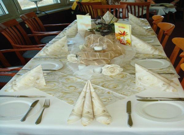 Beispiel: Tischdekoration - Tafel, Foto: Schweriner Fernsehturm.