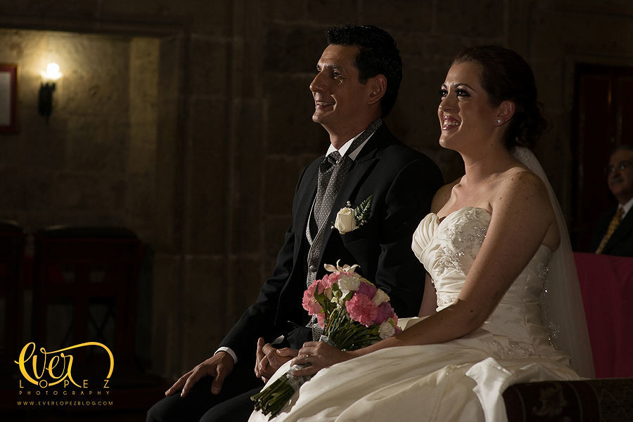 fotografias dentro del templo de la boda en Guadalajara  Fotografia de boda por fotografo profesional de bodas Ever Lopez