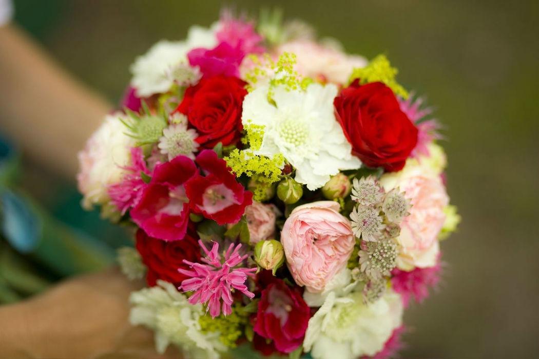 Beispiel: Einzigartige Brautsträuße, Foto: Florales und Gestaltung.