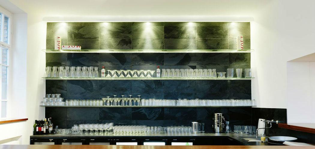 Beispiel: Gut ausgestattete Bar, Foto: Nordlicht Events.