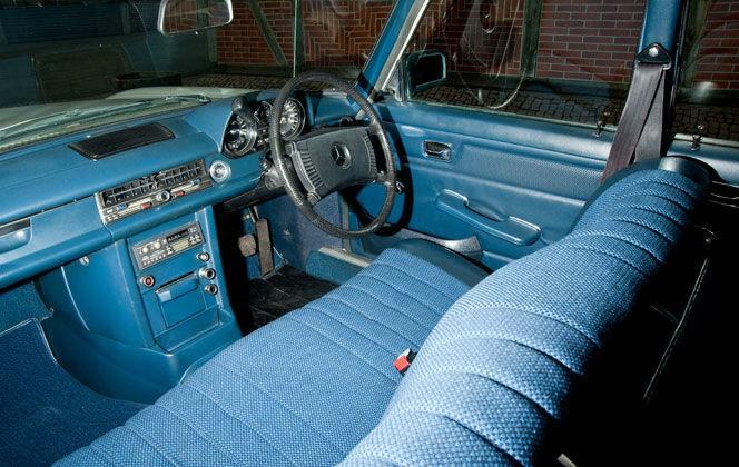 Beispiel: Innenansicht Mercedes Benz SE, Foto: Oldtimer Paradies.