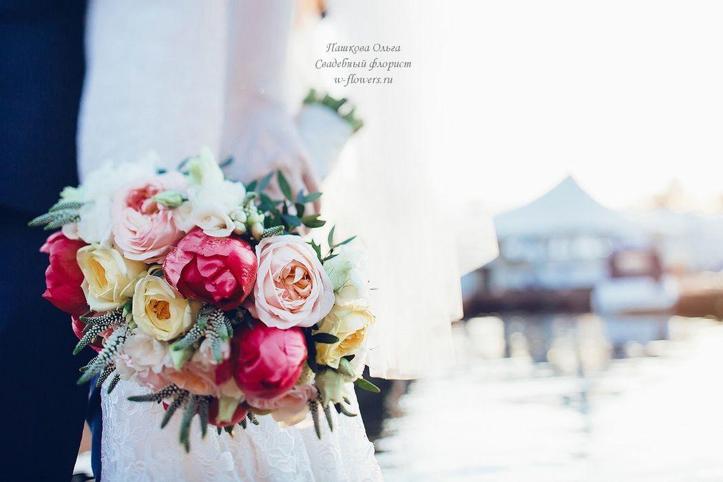 Букет невесты с пионами и пионовидными  розами