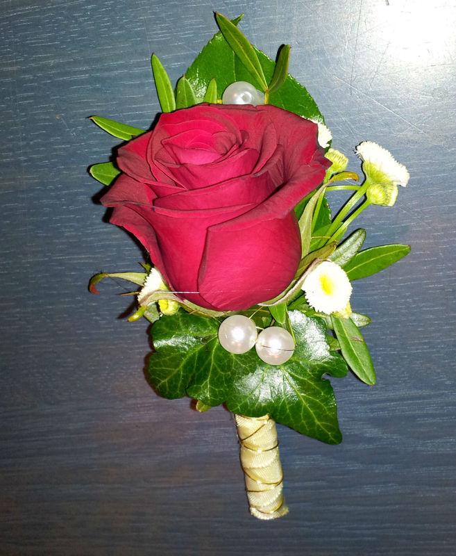 Beispiel: Anstecker für den Bräutigam, Foto: Blumen Reichert.