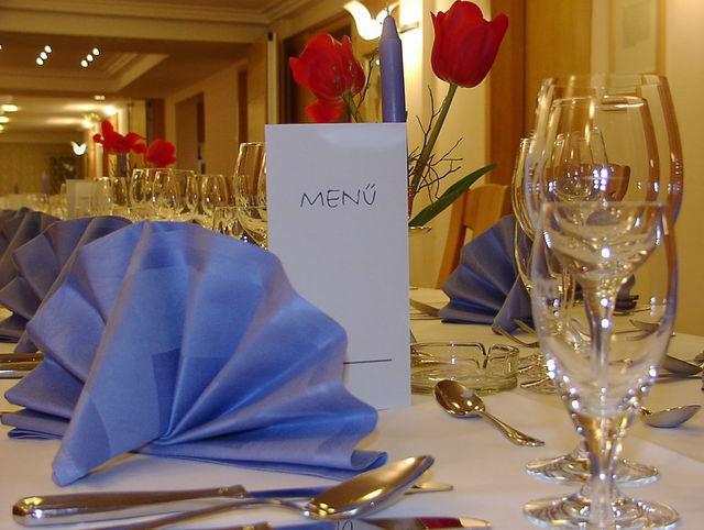 Beispiel: Tischgedeck, Foto: Restaurant & Weinstube Heiliggeist Stüble.