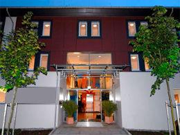 Beispiel: Vorderseite Hotel, Foto: Gasthof Linde.