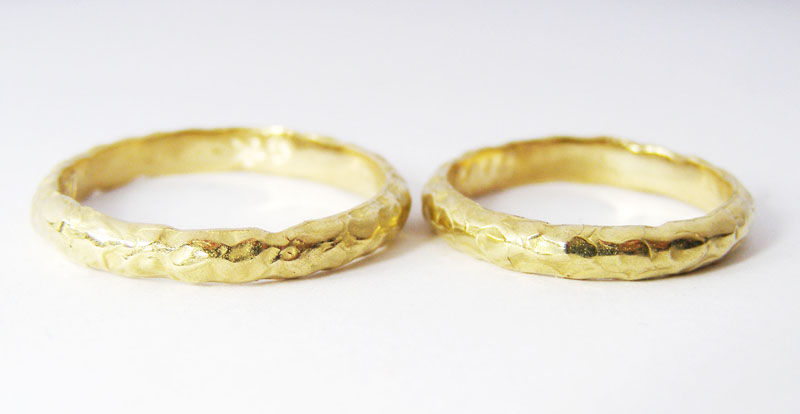 MIOeTUO - anelli in oro giallo, effetto battuto