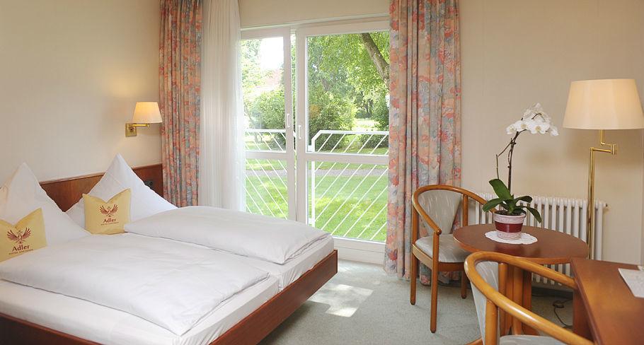 Beispiel: Doppelzimmer, Foto: Hotel Gasthaus Adler.