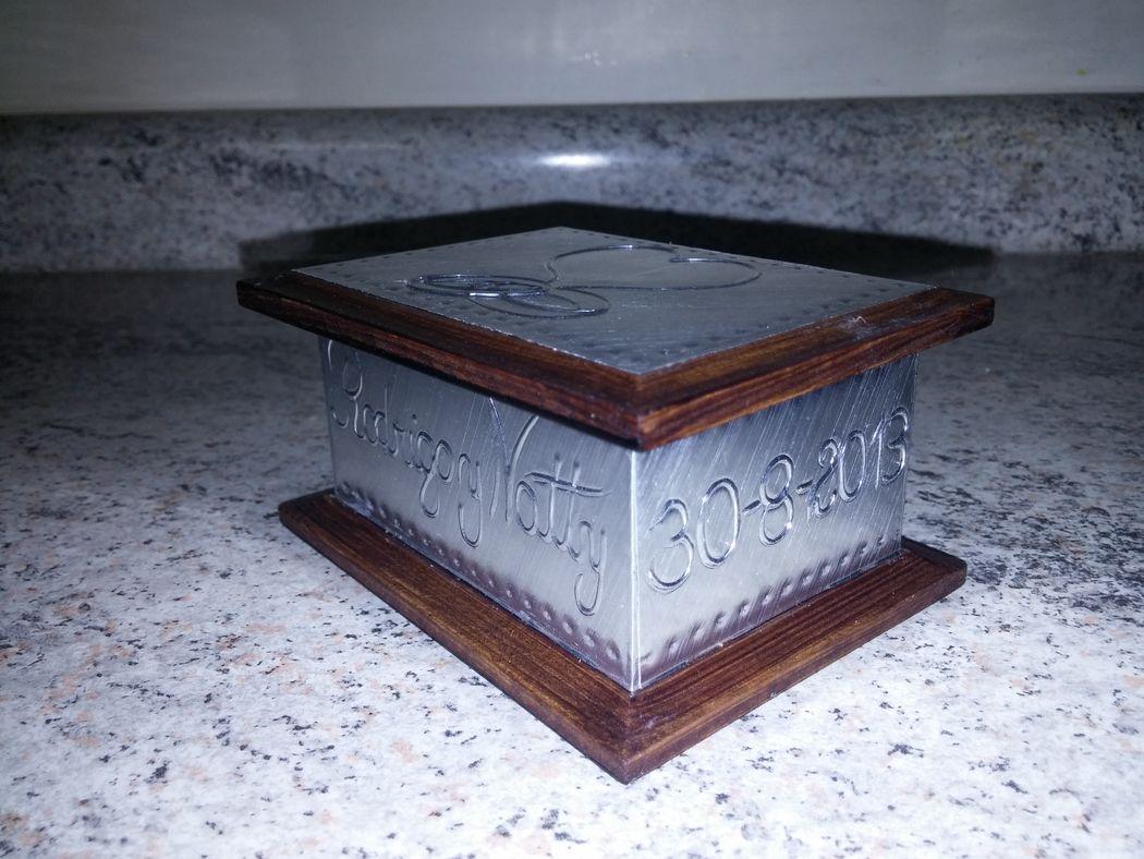 Caja 9x7 cms. corazón con argollas, aluminio
