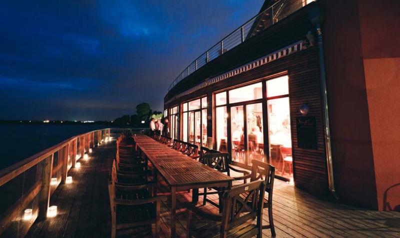 Beispiel: Terrasse bei Nacht, Foto: Strandcafé am Markkleeberger See.
