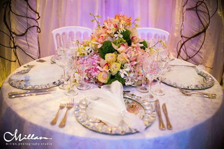 Esta hermosa Jupa la adaptamos a un concepto decorativo para mesa principal o mesa de novios.