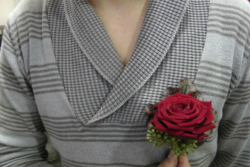 Beispiel: Blumenanstecker, Foto: Blumen-Boutique-Wingen.
