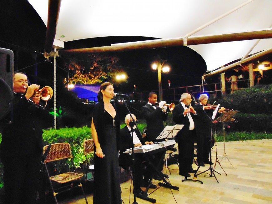 Athamis Veloso Orquestra e Coral I Formação Musical: 2 trompetes + Teclado + Flauta + Vocal + Violino + Contrabaixo