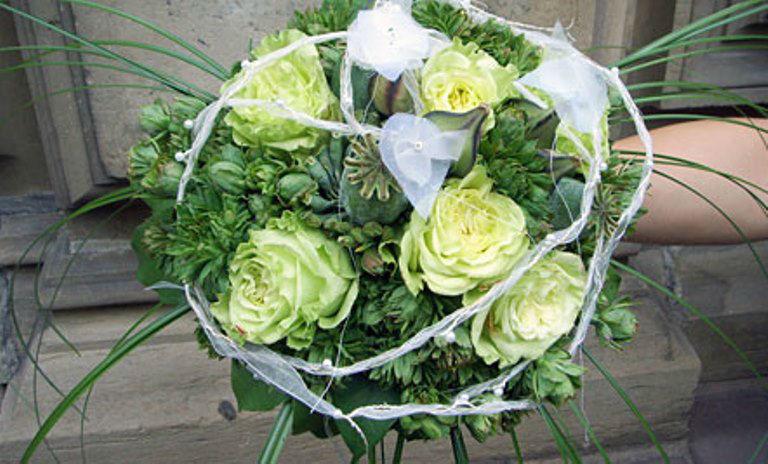 Beispiel: Weißer Brautstrauß, Foto: Blumen Dürr.