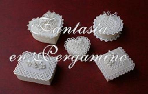 Almendreros en pergamino como recuerdo para sus invitados, son un hermoso detalle que siempre recordarán.