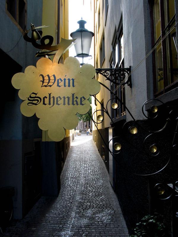 Beispiel: Eingang zur Weinschenke, Foto: Hotel Hirschen.