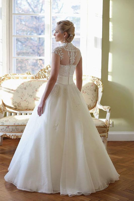 Beispiel: Brautkleid Isabella von Lohrengel, Foto: Bösckens.