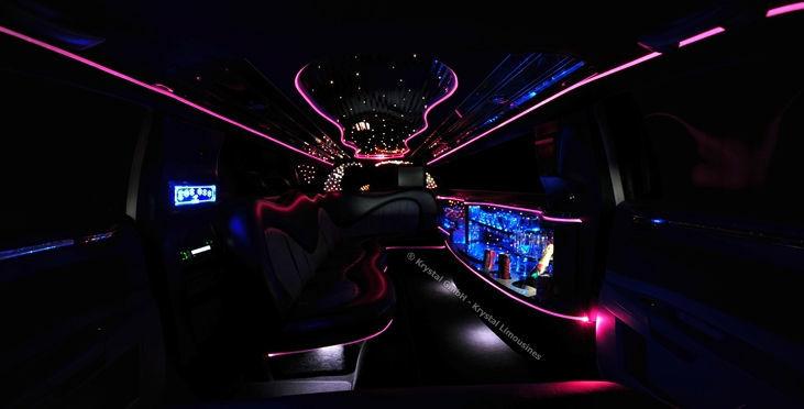 Beispiel: Limousine von Innen bei Nacht, Foto: Krystal Limousines.
