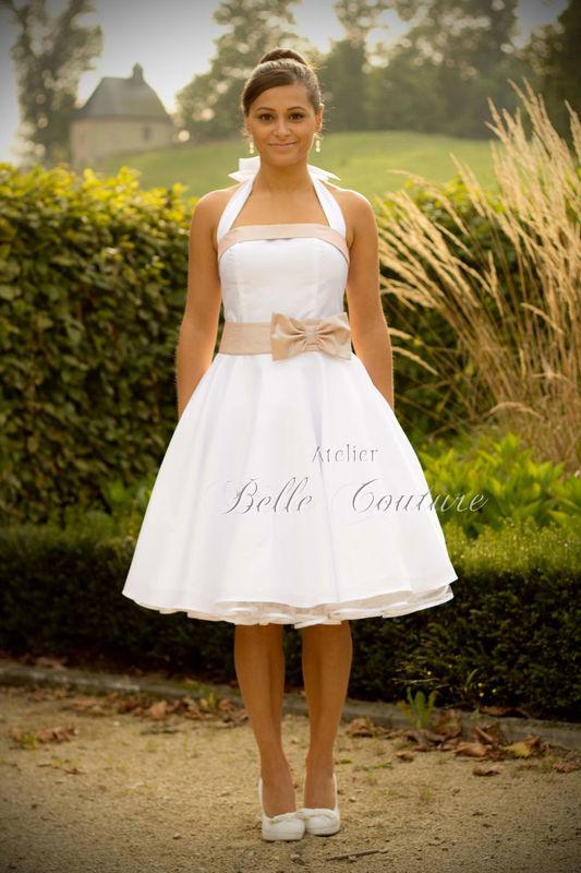 schlichtes, zeitloses Petticoat Brautkleid