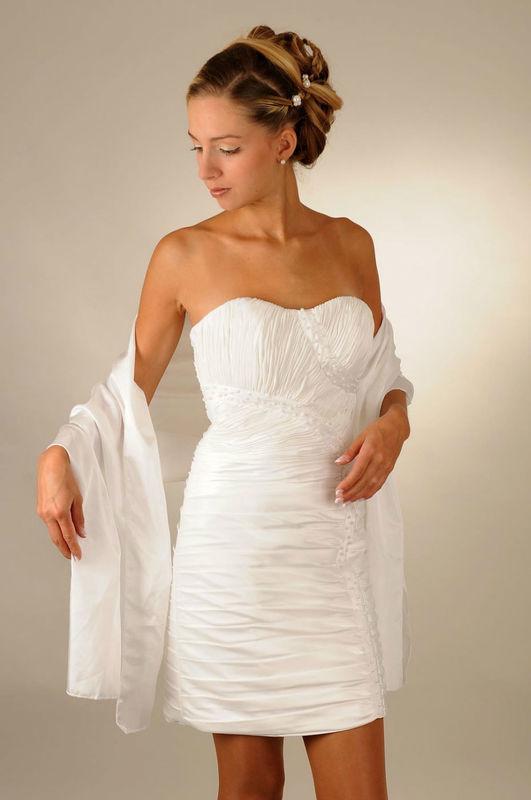 Beispiel: Brautkleider nach Ihrem Geschmack, Foto: Saray Brautmoden.