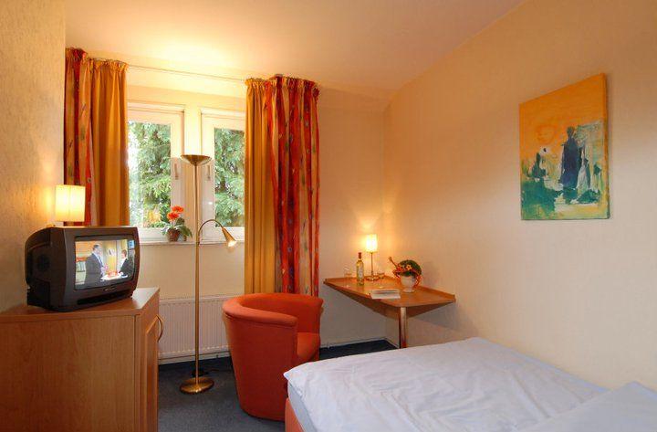 Beispiel: Zimmer, Foto: AKZENT Hotel Zur Erholung.