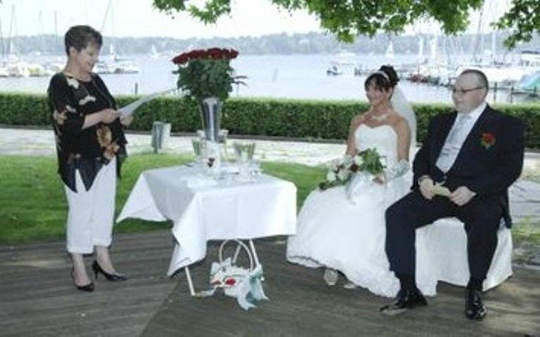 Beispiel: Persönliche Hochzeitszeremonie, Foto: Freie Trauung Berlin.